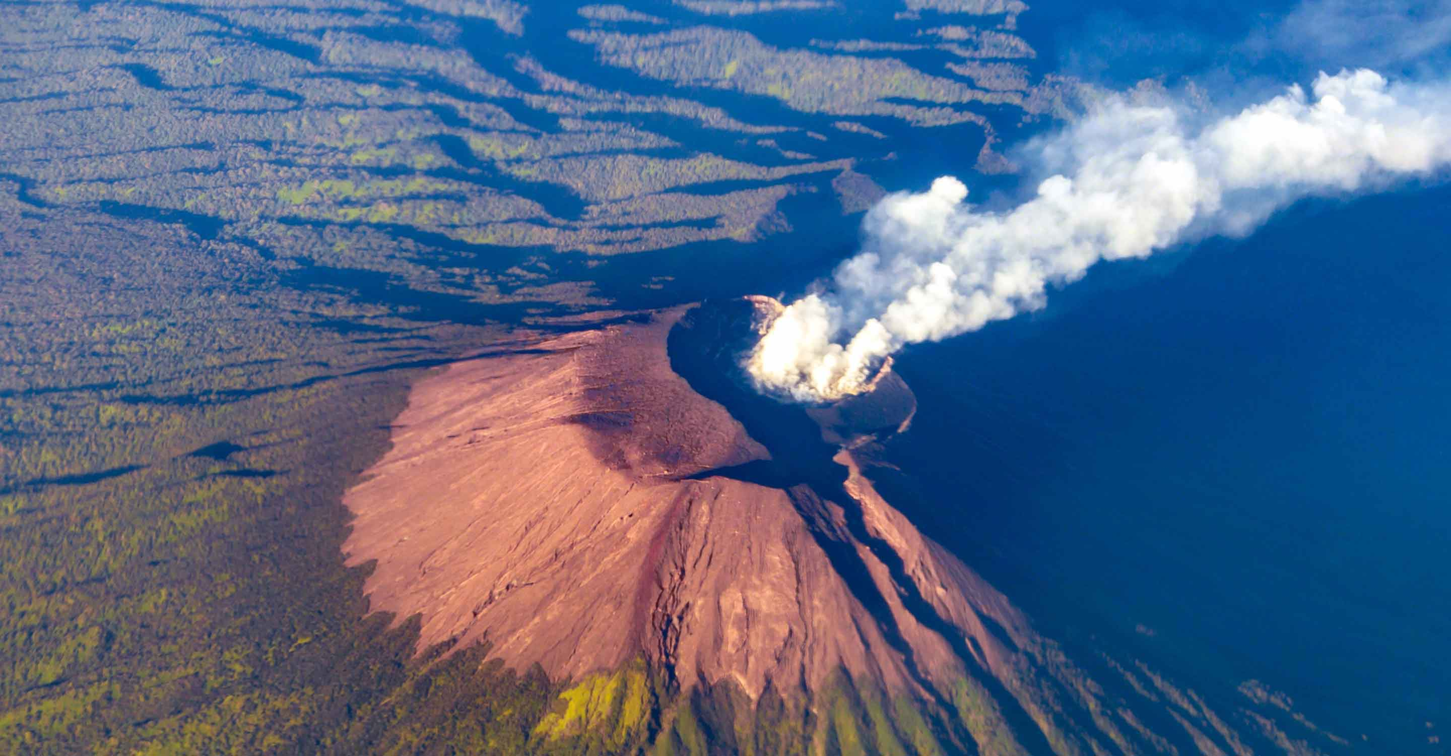 Dangerous air pollution from Mt. Etna and Kilauea