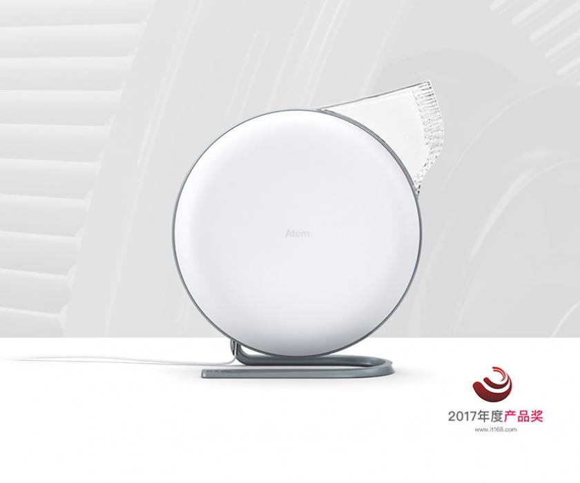Image of IQAir Atem personal air purifier with label indicating that the purifier was awarded the 2017 product of the year for IT168.
